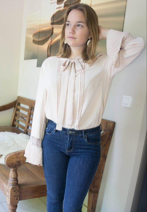 Blouse met strik en lange mouwen beige online dameskleding Florentini